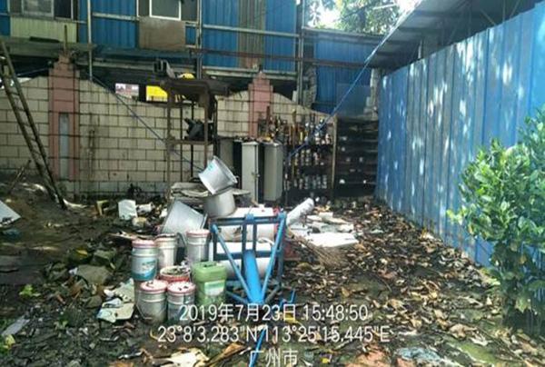 廣州一印刷廠涉嫌偷排多年,深埋管道直排印刷廢水和廢機油