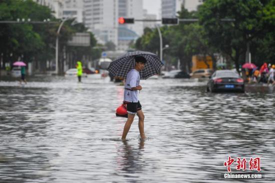 暴雨�{色�A警�l布 ��x吉桂四省份部分地�^有大暴雨