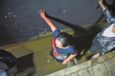 李在柯黑鲨2pro评测视频甘洛泥石流幸存者叙述逃生阅历:借一根水管脱险