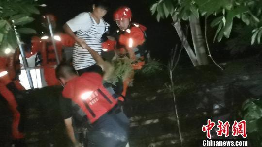 """台风""""韦帕""""袭击广西防城港致多处内涝 17人被困"""