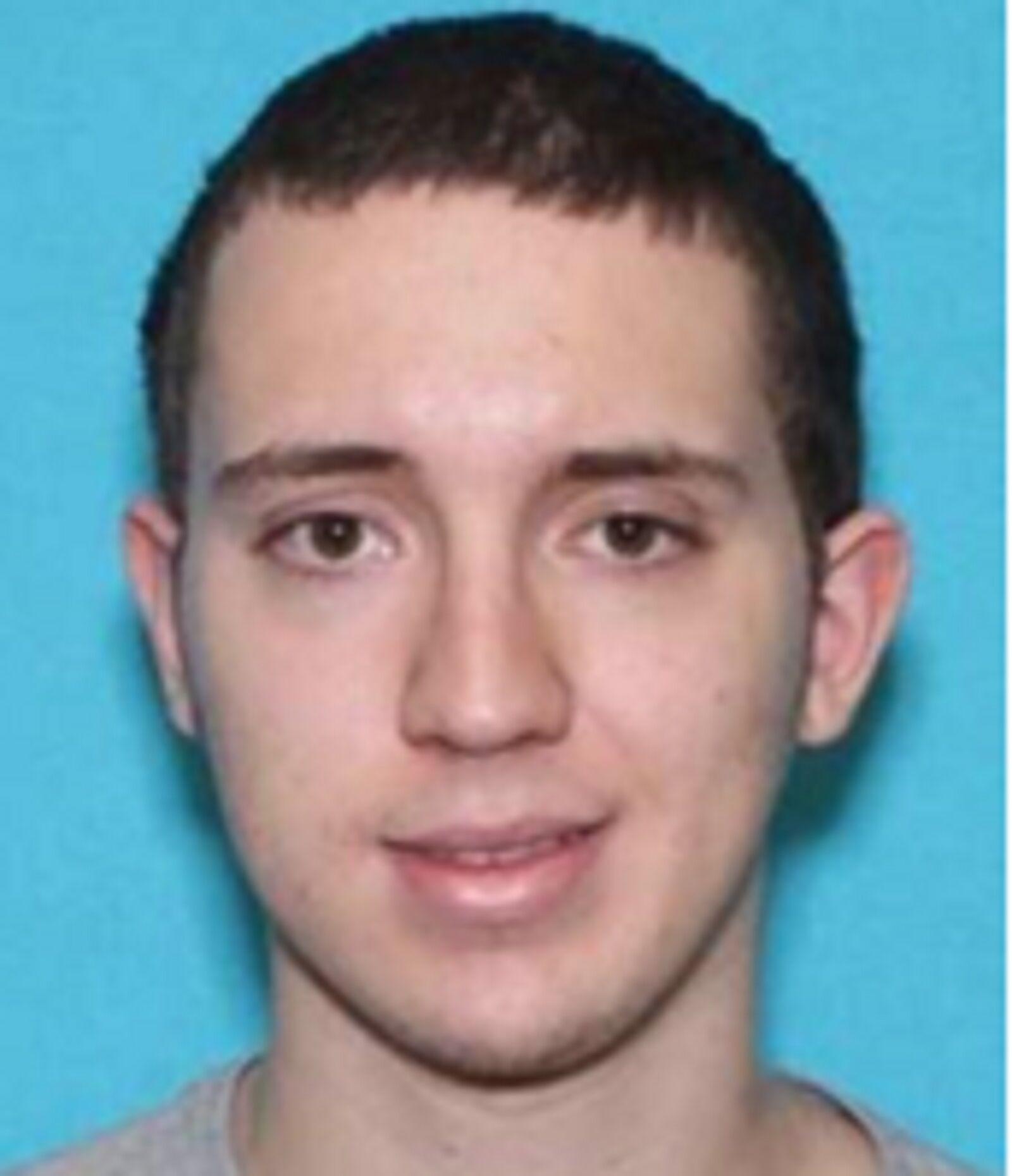 美国得州枪击案嫌犯照片公布,前邻居:他非常孤僻、冷漠