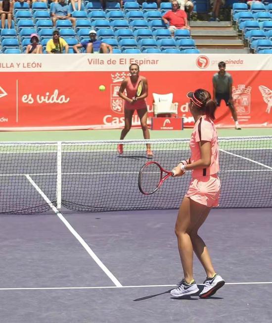 中国球员丰硕夺得ITF卡斯蒂亚•莱昂网球公开赛女子双打冠军