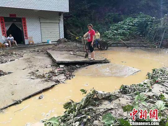湖北十堰出现强降雨 1人失踪