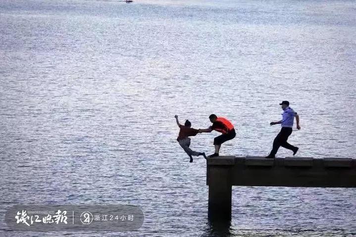 一张照片刷爆浙江人朋友圈:这一伸手,就是生与死的距离!
