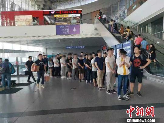 重庆警方破获特大跨境系列网络诈骗案 涉及受害者1500余人