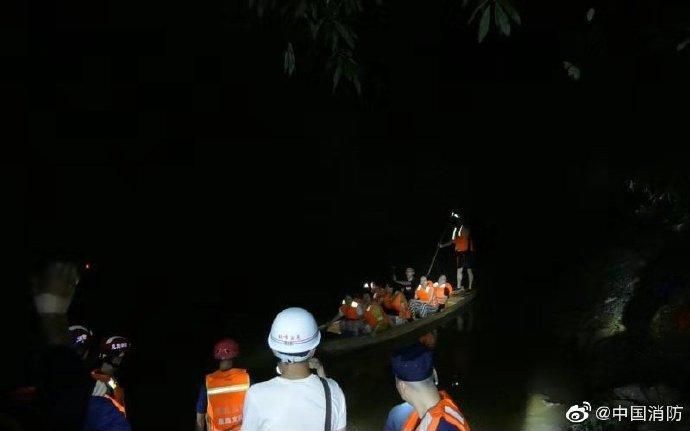 湖北恩施鹤峰突发山洪 消防员救出58人其中7人遇难