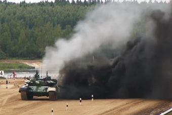 坦克大赛伊朗队把T-72开到起火 现场黑烟滚滚