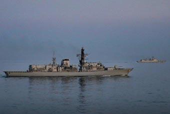 我052C驱逐舰过英吉利海峡再遭英老旧护卫舰监视