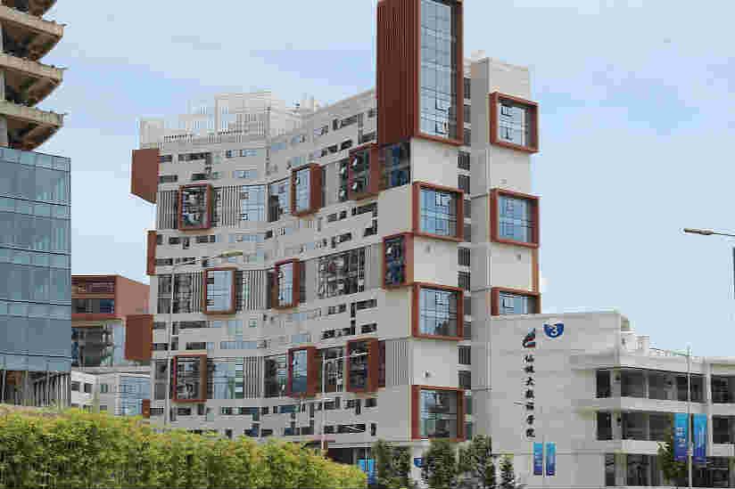 重庆:建筑物如同大积木楼 吸引路人目光