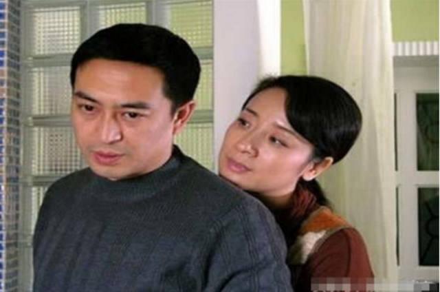 51岁陈小艺容光焕发,老公丑却捧红张嘉译,儿子帅气似花美男!