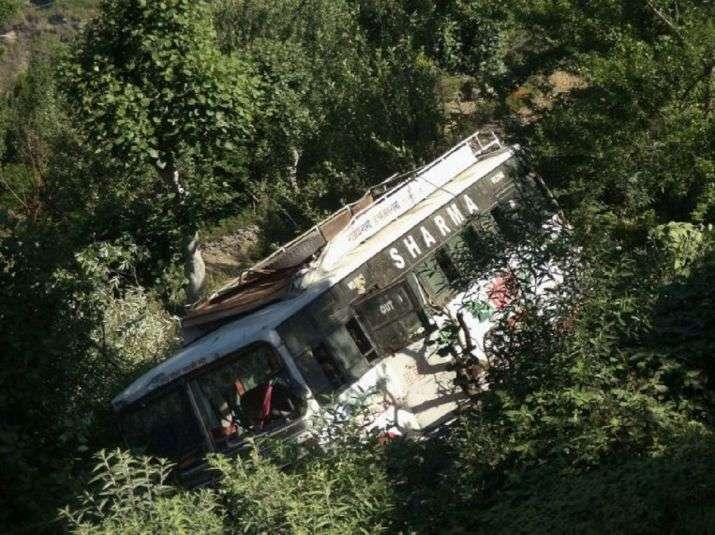 印度北部一校车坠入深谷 9名学生遇难