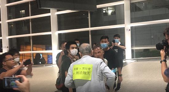 夜问36考研任何校园专访赴港记者:港人反威胁 公正在人心