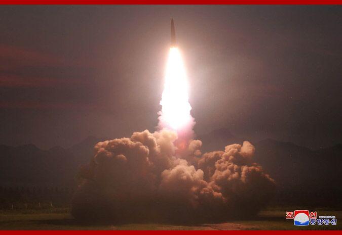 朝中社:发射导弹是在警告美韩联合军演