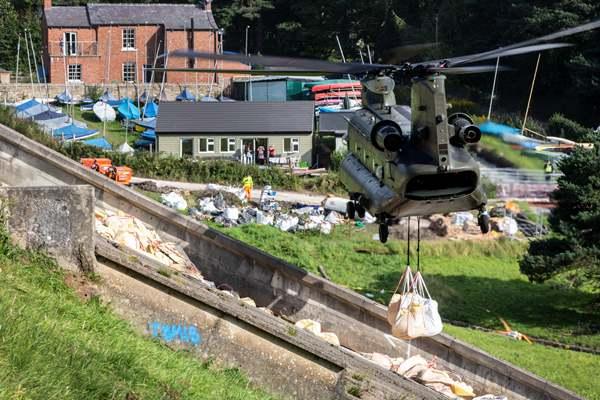 强降雨致英国水库大坝部分坍塌 千余撤离居民归期不定