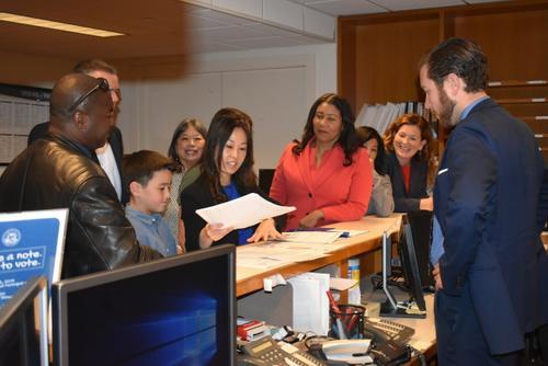 美媒:旧金山华裔教育委员欲竞选连任 市长全力支持