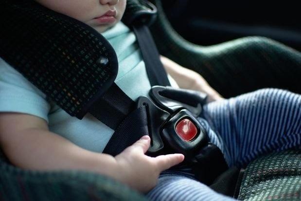 儿童被困车内事故频发 美拟考虑强制安装后座检测