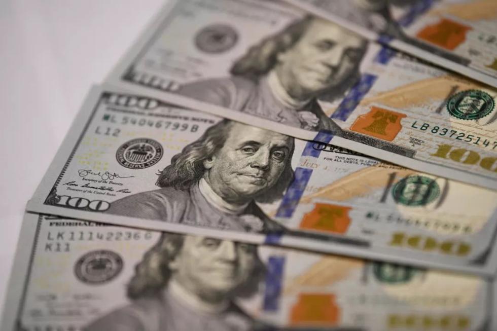 这是7月31日在美国华盛顿拍摄的美元纸币。新华社记者刘杰摄