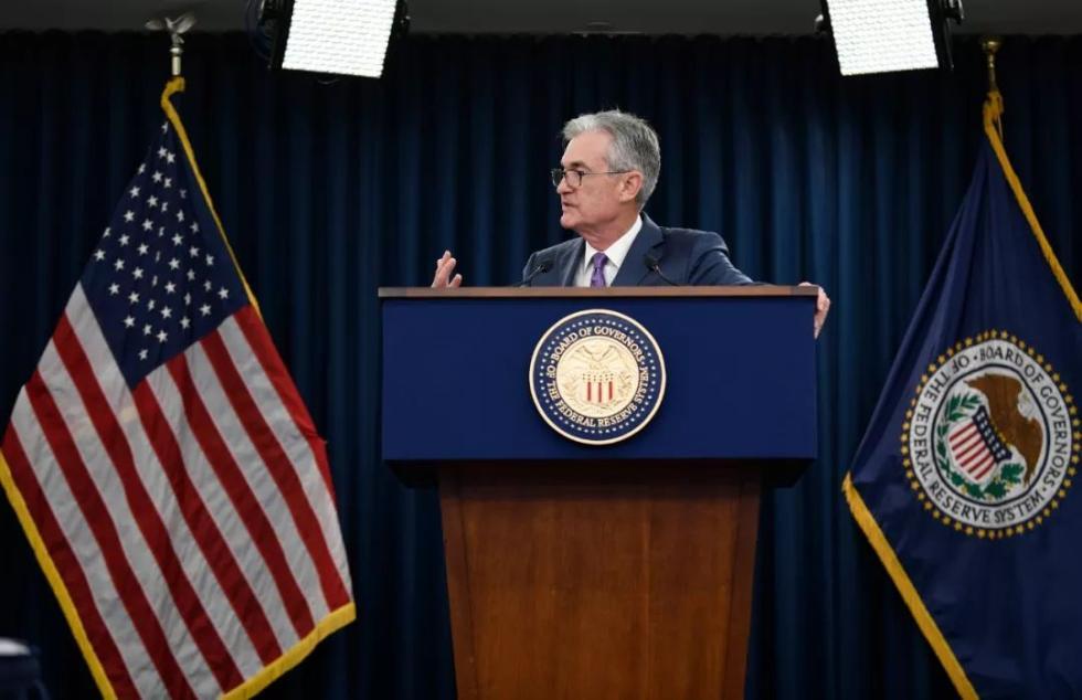 7月31日,在美国首都华盛顿,美国联邦储备委员会主席鲍威尔在新闻发布会上讲话。新华社记者刘杰摄