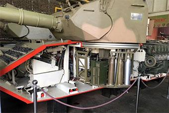 博物馆把坦克锯成两半 内部结构一览无余