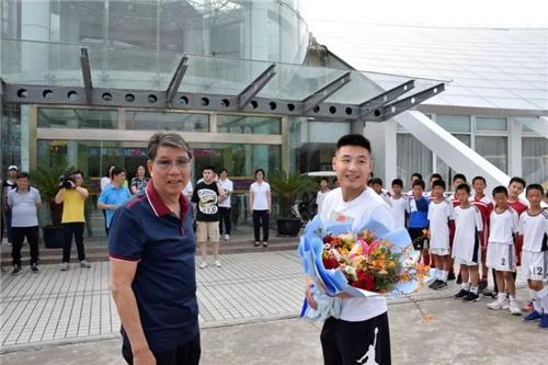 武磊周记:徐根宝教练身上,我学到的不只是足球