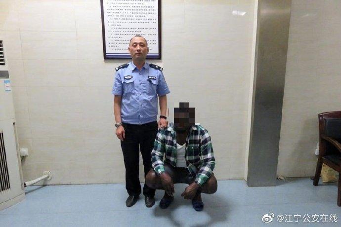 外籍留学生商场偷内裤被遣送出境 三年内不准入境
