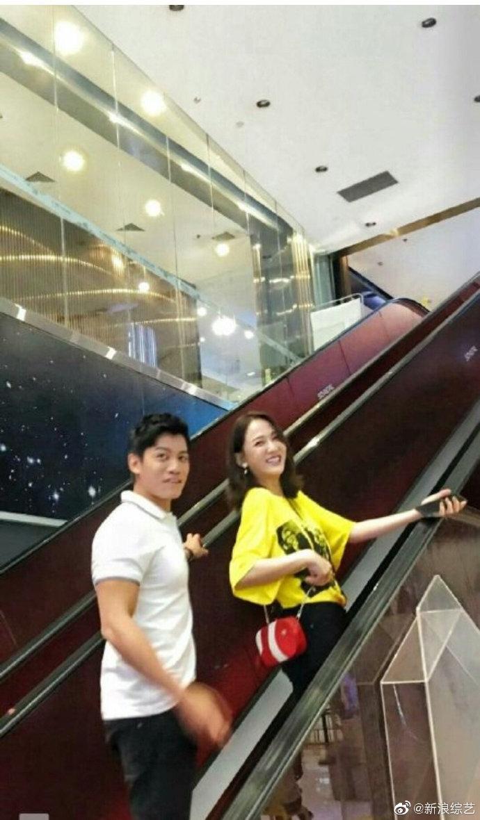 陈乔恩与男嘉宾录恋爱节目 笑容满面状态佳