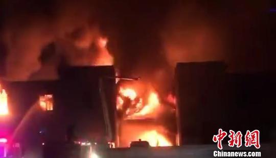 浙江长兴一企业仓库起火 过火面积1500平方米无人员伤亡