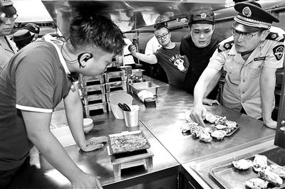 """臭香蕉直接榨汁…… """"甘茶度""""角门店被吊销食品经营许可证"""