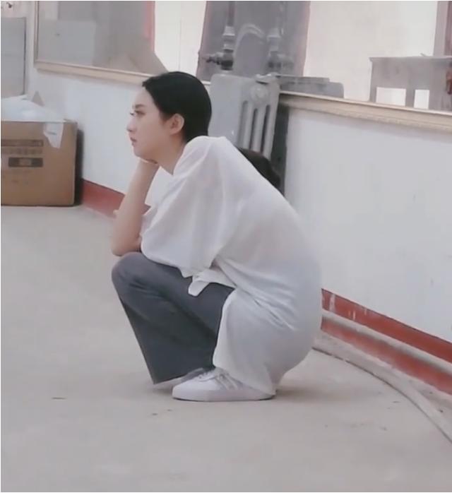 赵丽颖经历了什么?看到她委屈着还强忍着泪水,无助的样子:心疼