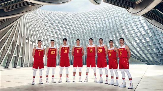 """征战世界杯!中国男篮""""火箭升空""""战袍亮相"""