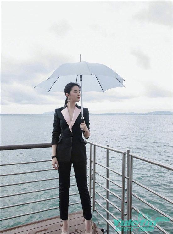 刘亦菲最新写真公开,带来一波西装杀