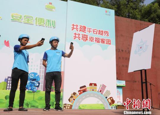 """广州逾400名""""外卖小哥""""化身""""街坊邻里""""参与社区巡逻"""