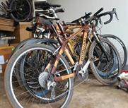 非洲小伙用竹子造单车