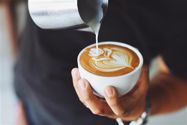 最新研究摄入过量咖啡因可能会引发偏头痛