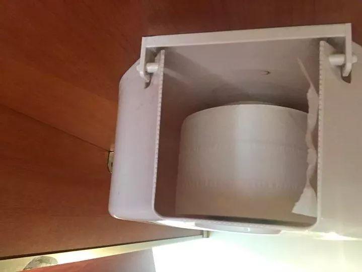 商场厕所出事了!杭州3岁男孩手指缝7针!妈妈:很多人都没留意过