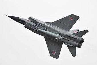 米格31战机挂匕首高超音速导弹现身航空飞镖赛场