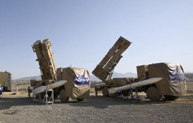 伊朗军方展示最新防空导弹 自称可拦截弹道导弹
