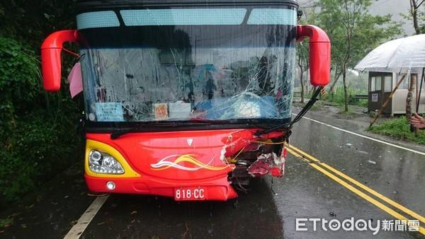 台媒:台湾阿里山公路发生车祸,至少4名大陆旅客受伤