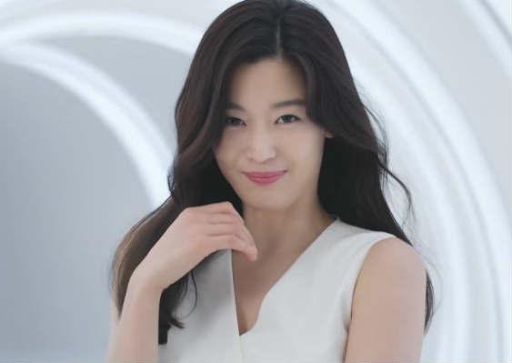 全智贤全白套装拍广告