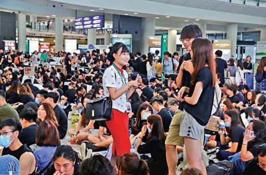 香港国泰空姐叫嚣:搞衰旅游业,让旅客不敢再来香港