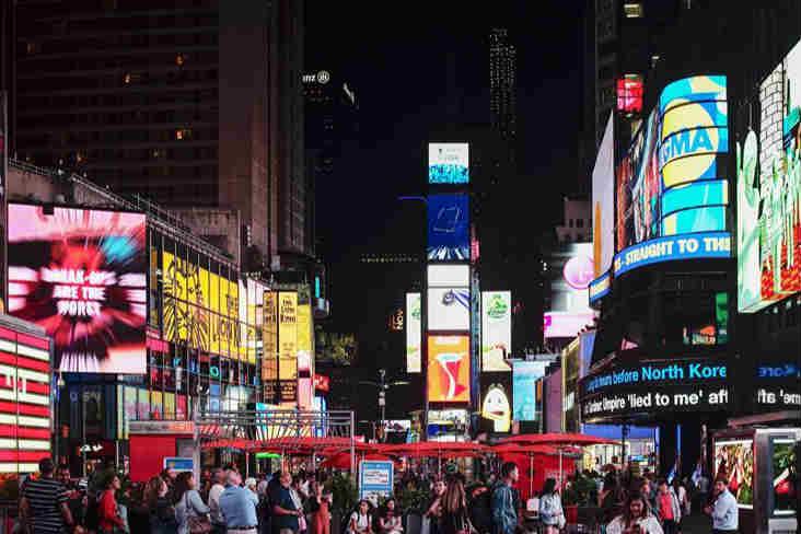 夜幕下的纽约时报广场