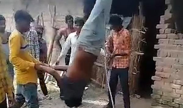 """印度男子被疑""""偷手机""""后遭村民倒挂殴打"""