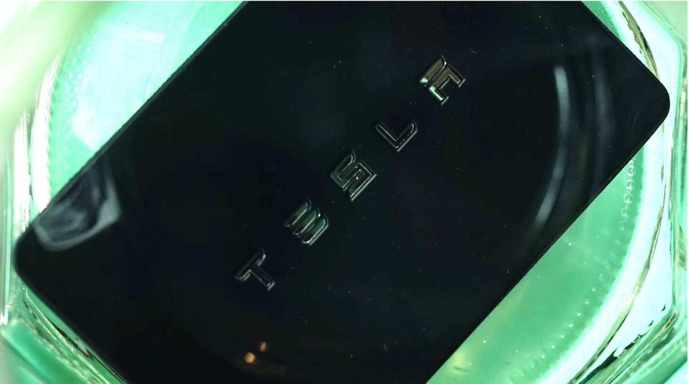 软件工程师在小臂植入RFID芯片控制智能设备开启