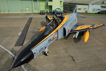 老黄瓜刷绿漆:日本老旧F-4战机换新涂装