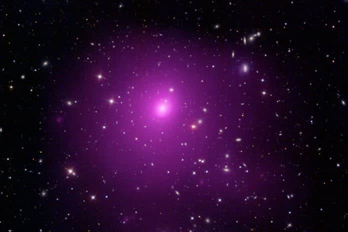 天文学家观测到7亿光年外目前已知的最大黑洞