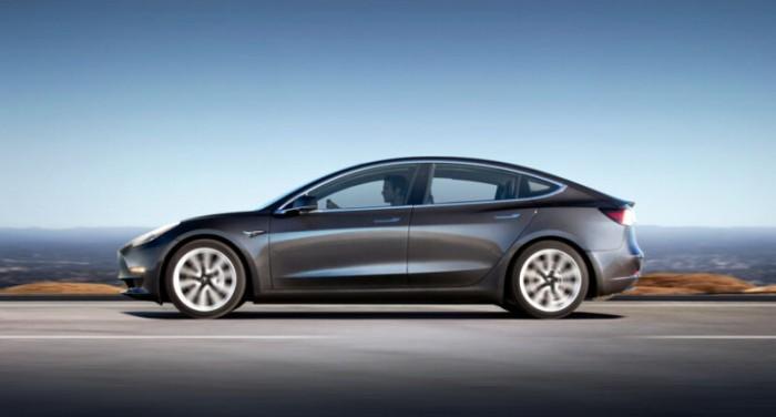 马斯克:特斯拉车载系统V10预计两周内推出