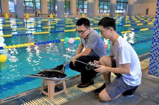 我国首款滑扑一体自主变形仿生柔体潜航器诞生