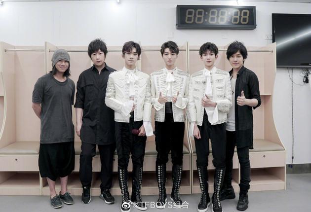 五月天SJ银赫助阵六周年演唱会 TFBOYS发文致谢