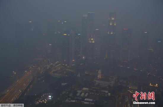 印尼林火肆虐引发空气污染 逾千人因烟霾患呼吸疾病