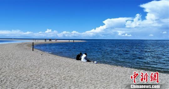 去青海湖经历一场浪漫是人生一大幸事。 智声 摄